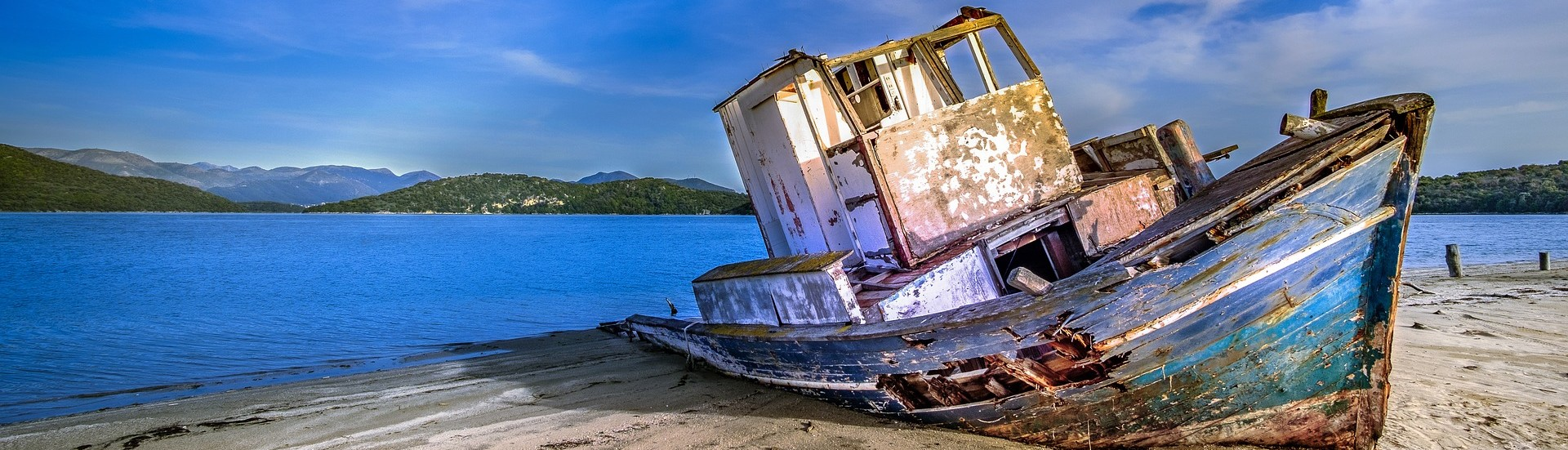 Old Abandoned Boat - GWCars.org