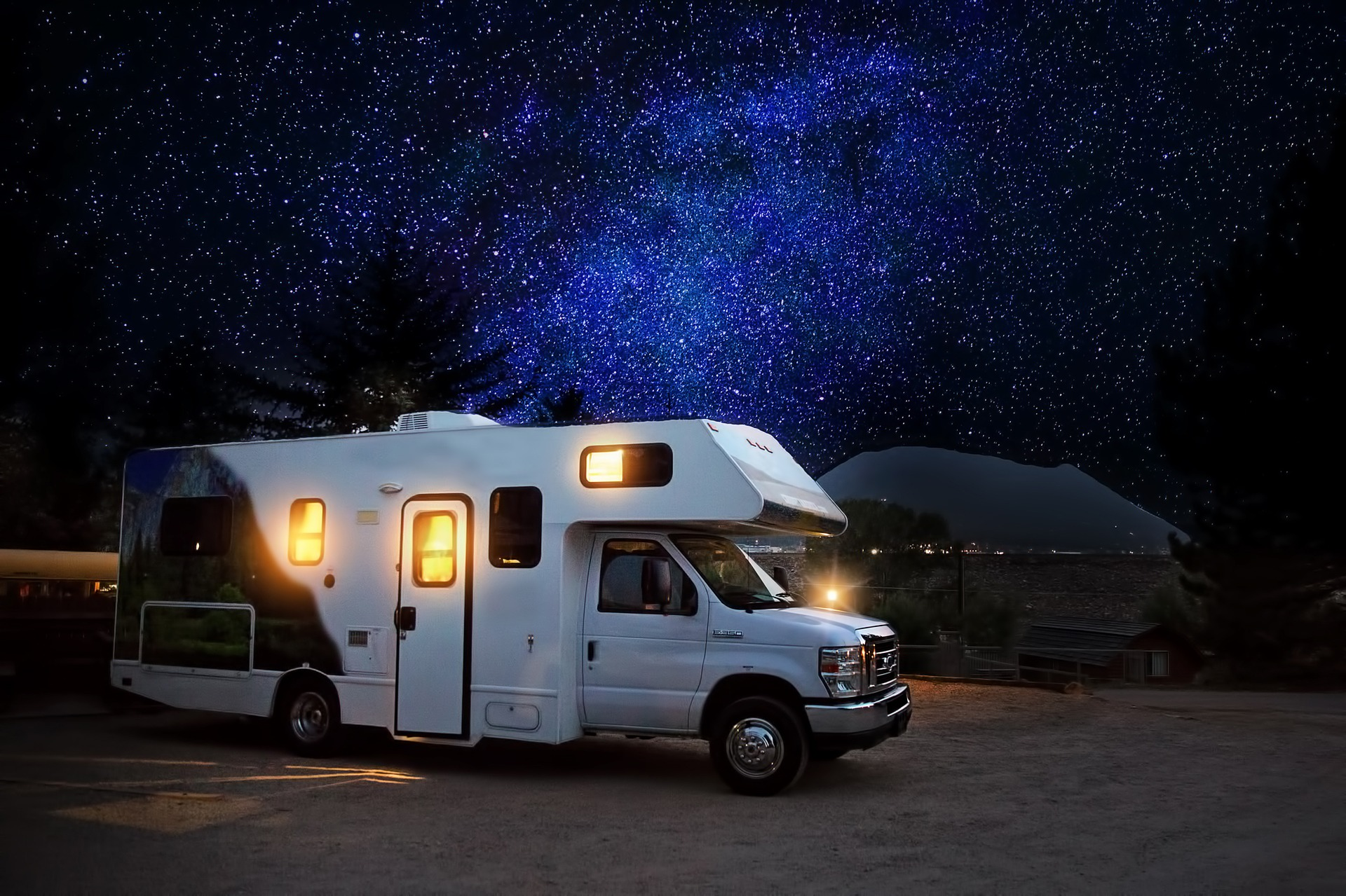RV at Night | GWcars.org